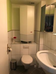 Ein Badezimmer in der Unterkunft Chiemseegasse 1