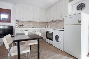 A kitchen or kitchenette at Antoni's House Makri