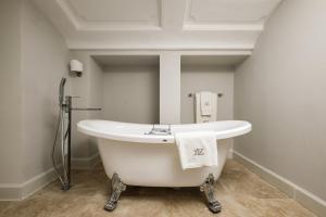 A bathroom at Domus Zamittello