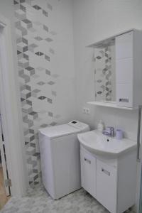 A bathroom at Apartment on Primorskaya