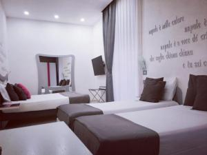 A bed or beds in a room at Hotel Nunù