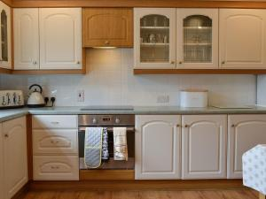 A kitchen or kitchenette at Cotton Shore