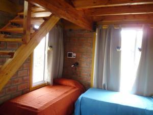 Una cama o camas en una habitación de Cabañas Capilla del Monte