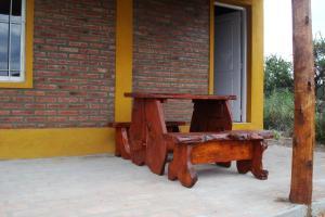 Equipamiento para hacer parrilladas disponible en el complejo de cabañas