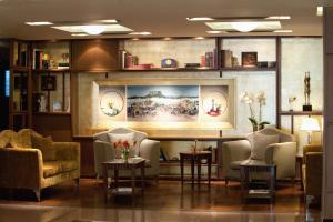 הלאונג' או אזור הבר ב-Electra Hotel Athens
