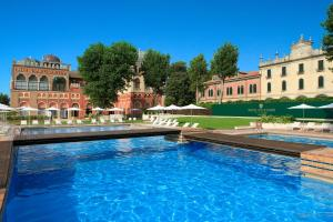 The swimming pool at or close to Hotel Excelsior Venice