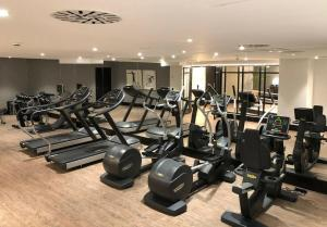 The fitness centre and/or fitness facilities at Hotel Ilunion Bilbao