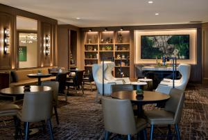 A restaurant or other place to eat at Boston Marriott Quincy