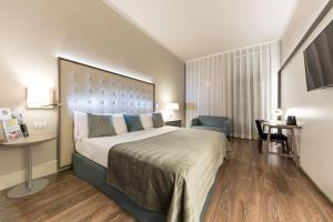 A bed or beds in a room at Gran Hotel Havana 4* Sup