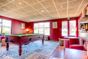 A pool table at Campanile Deauville Saint-Arnoult
