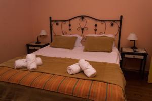 A bed or beds in a room at Bonanza Deltaventura, tu estancia en el Delta
