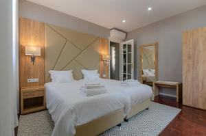 A bed or beds in a room at Le Jardin Lisbon