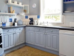 A kitchen or kitchenette at South Cross Slacks Farmhouse