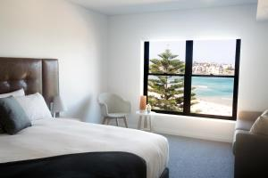 A bed or beds in a room at Bondi 38 Serviced Apartments