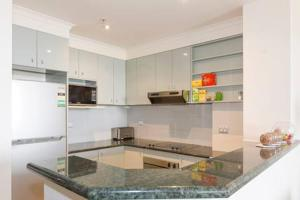 A kitchen or kitchenette at Darling Harbour Executive