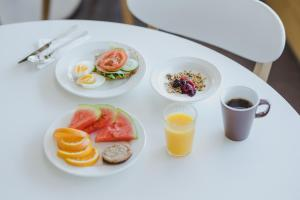 Breakfast options available to guests at Hostel Café Koti