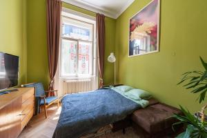 Letto o letti in una camera di Masaryk Apartments Prague