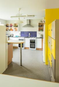 A kitchen or kitchenette at Queens's University Elms BT9