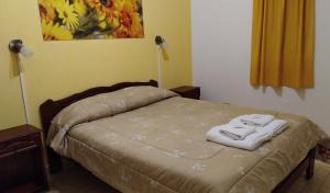 Una cama o camas en una habitación de Los Girasoles