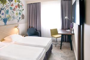 A bed or beds in a room at Mercure Hotel Berlin City