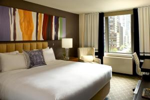 A bed or beds in a room at Fifty Hotel & Suites by Affinia