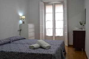 A bed or beds in a room at Albergue Valle del Nonaya