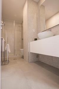 A bathroom at Tear Center Apartment