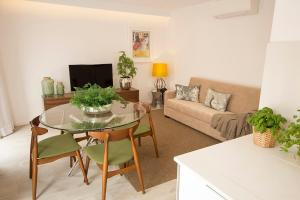 A seating area at Tear Center Apartment
