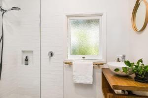 A bathroom at Bamboo Beach House