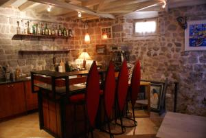 A restaurant or other place to eat at ArtCaffe Apartments