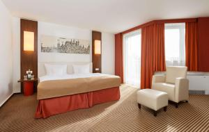 A bed or beds in a room at Best Western Hotel Nürnberg City West