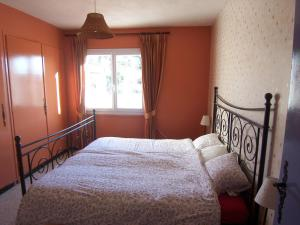 A bed or beds in a room at Vibrant Villa with Private Pool in Tavernes