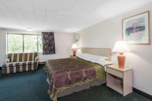 A bed or beds in a room at Super 8 by Wyndham W Yarmouth Hyannis/Cape Cod