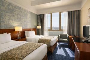 سرير أو أسرّة في غرفة في Al Hada Hotel and Suites