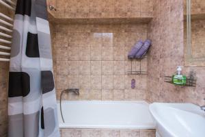 A bathroom at Two Rooms Apart Prospekt Svobody