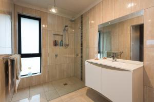 A bathroom at Euphoria House