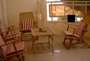 Ein Sitzbereich in der Unterkunft Ker Jahkarlo