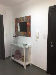 """A television and/or entertainment center at Apartamento """"Irmãos Vergueiro"""""""