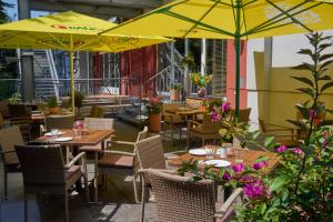 A restaurant or other place to eat at Star Inn Hotel Premium Graz