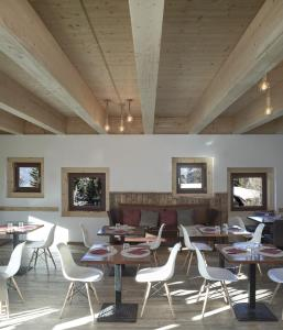 A restaurant or other place to eat at Hotel Chalet Del Sole