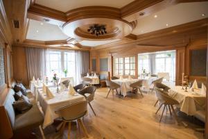 Ein Restaurant oder anderes Speiselokal in der Unterkunft Hotel Sauerländer Hof