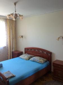 A bed or beds in a room at Apartment on Suzdalskaya 42