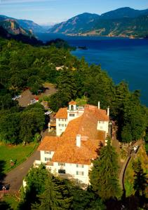 A bird's-eye view of Columbia Gorge Hotel & Spa