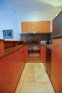 A kitchen or kitchenette at Bond 1409