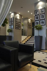The lobby or reception area at Auteuil Manotel