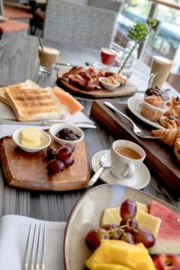 Breakfast options available to guests at The Executive Inn, Newcastle