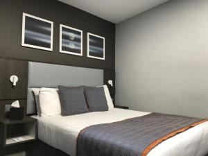 A bed or beds in a room at Best Western Plus Vauxhall Hotel