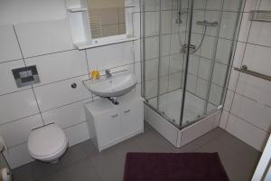 Ein Badezimmer in der Unterkunft Apartments Schlafoase Iserlohn