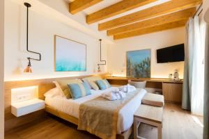 A bed or beds in a room at Forum Boutique Hotel & Spa - Adults Only