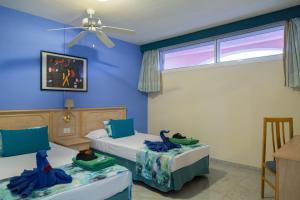 Een bed of bedden in een kamer bij Marola Park